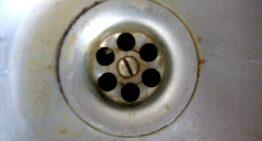 Comment utiliser l'ammoniac pour déboucher un évier