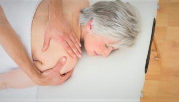 Un massage adapté aux séniors pour une détente physique et morale