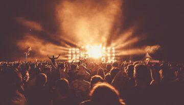 Comment organiser un concert de musique et satisfaire les fans du monde entier ?