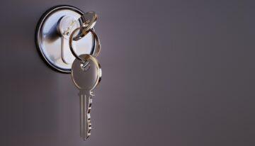 Comment réagir face à une porte claquée ou bloquée ?